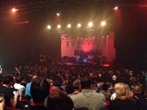Le Zénith un peu avant le concert de Halestorm, le groupe de la 1ère partie