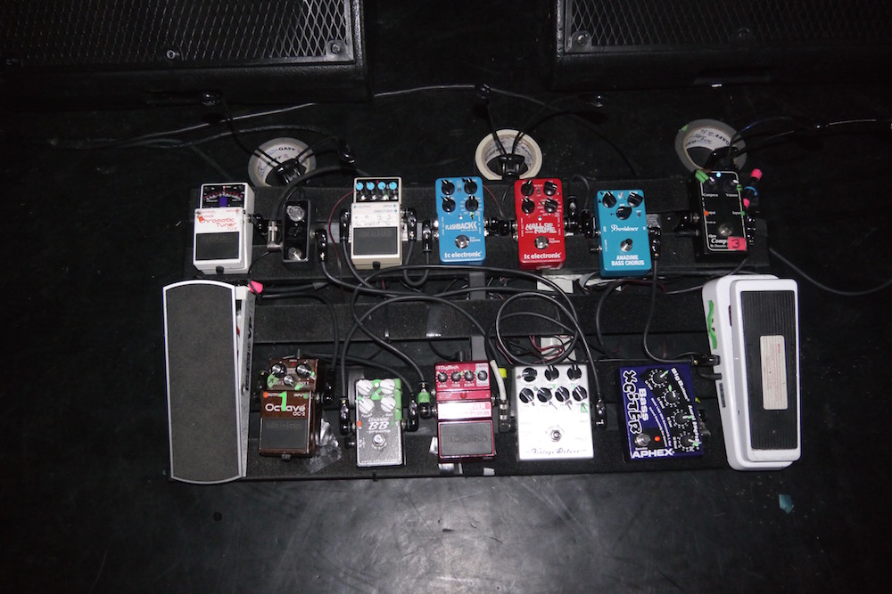 Bryan Beller Pedalboard - Grand Rex Paris 2015 - The Guitar Channel