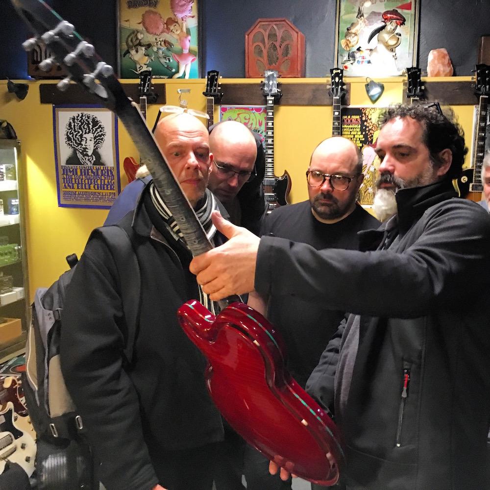 Le moment où Mario Beauregard découvre la guitare pour la première fois