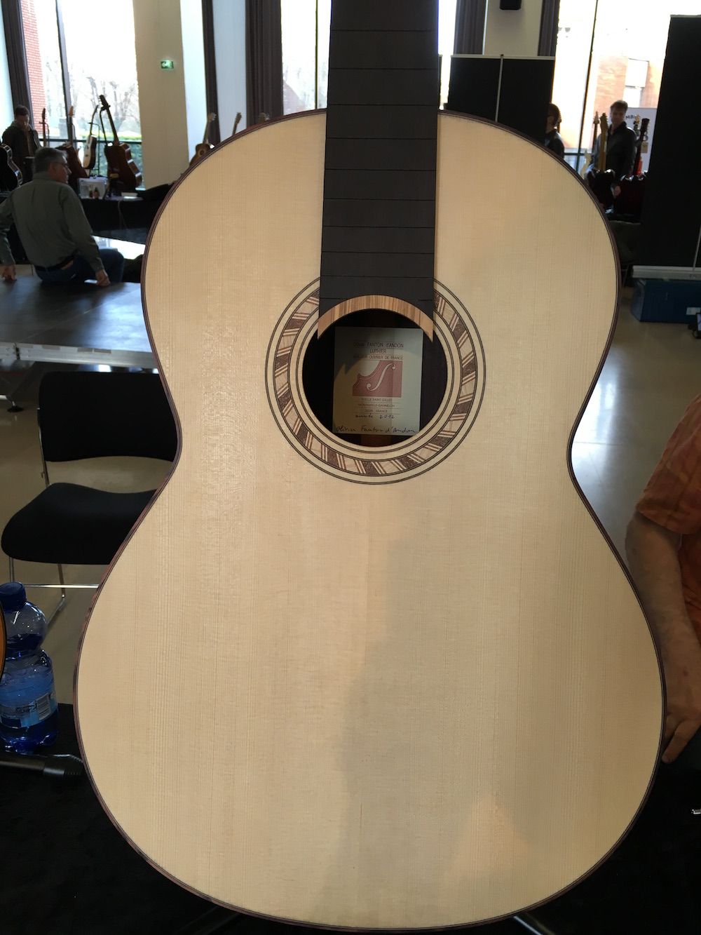 La guitare sans corde du luthier Olivier Fanton d'Andon