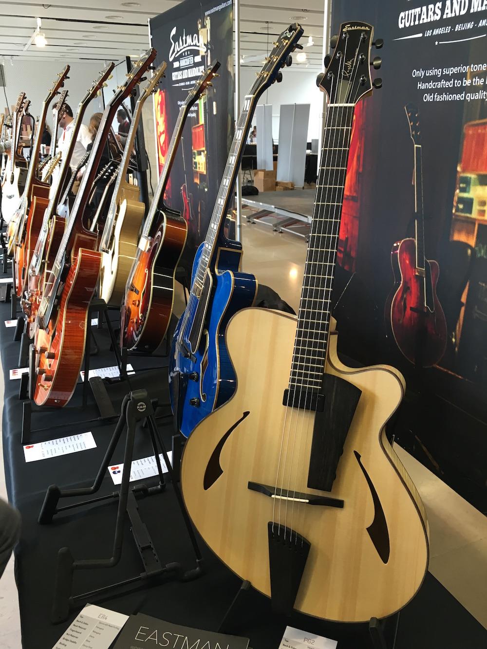 Stand Eastman Guitars lors du festival Guitares au BEffroi