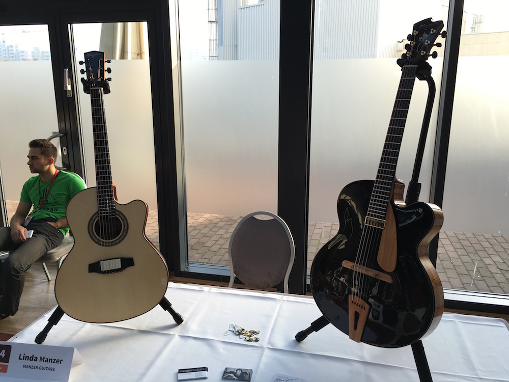 Les guitares de Linda Manzer au Holy Grail Guitar Show 2015