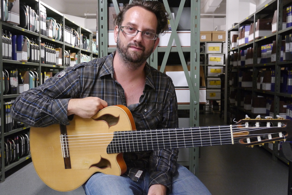Interview Thomas Carbou guitare 8 cordes nylon à la main