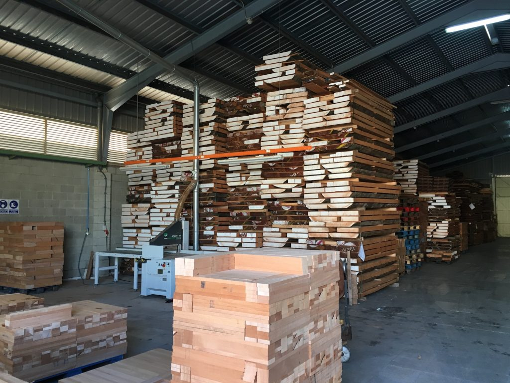 Visite de la manufacture de guitares Alhambra en Espagne - La Chaîne Guitare