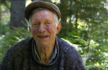 Découvrez cet homme extraordinaire qui est cueilleur d'arbre !