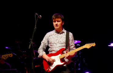 Oscar Rosende guitariste d'un tribute band Dire Straits