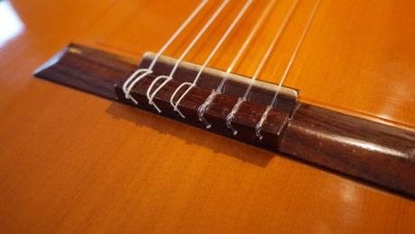 Changer les cordes d'une guitare Classique - Chronique du luthier Adrien Collet