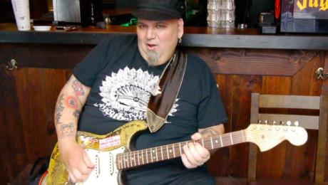 Popa Chubby guitare à la main - The Catfish