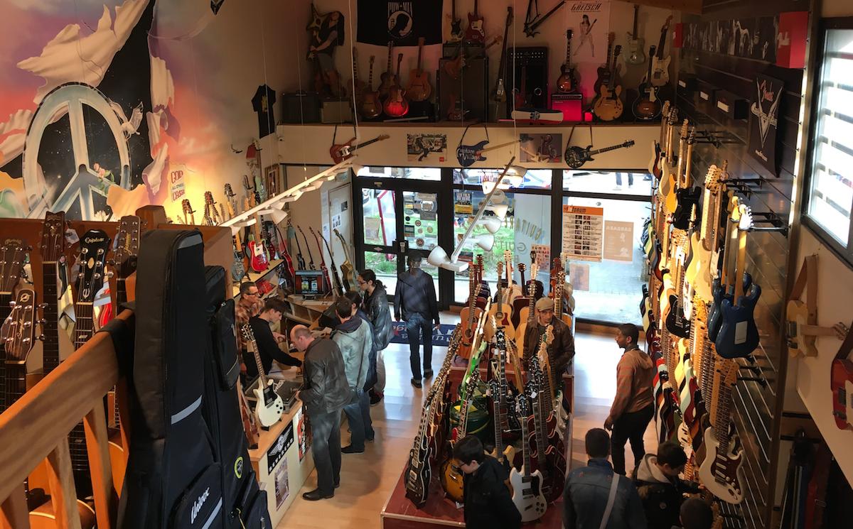 Visite magasin guitare village domont journ e d for Guitar domont