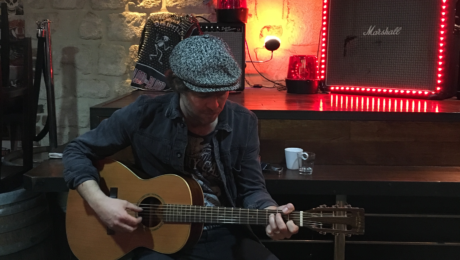Interview Mathis Haug, guitare à la main - Wild Country