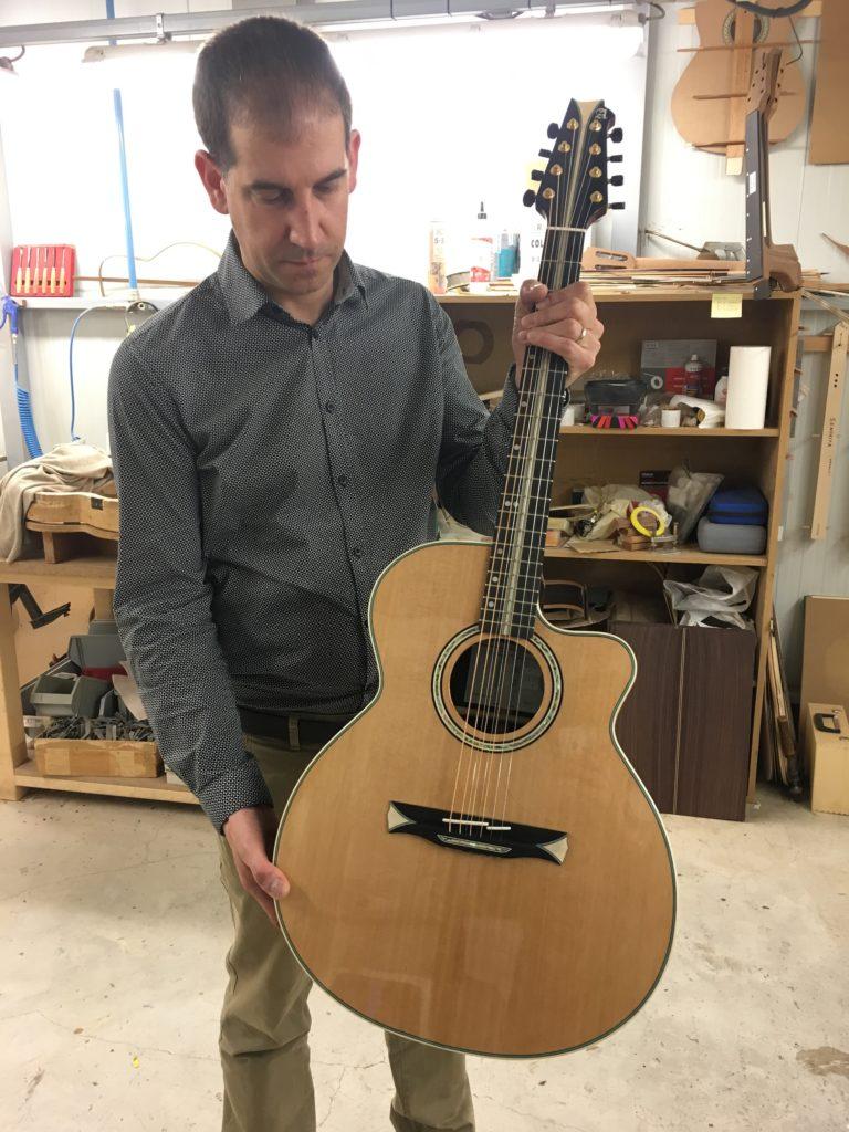 Modèle sur mesure d'une guitare 8 cordes Alhambra pour Los ...