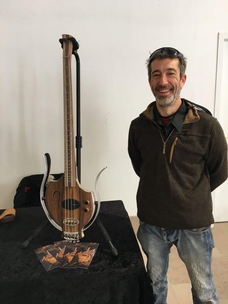 Flybasse de Flyforge - Une interview pour découvrir cette guitare basse étonnante