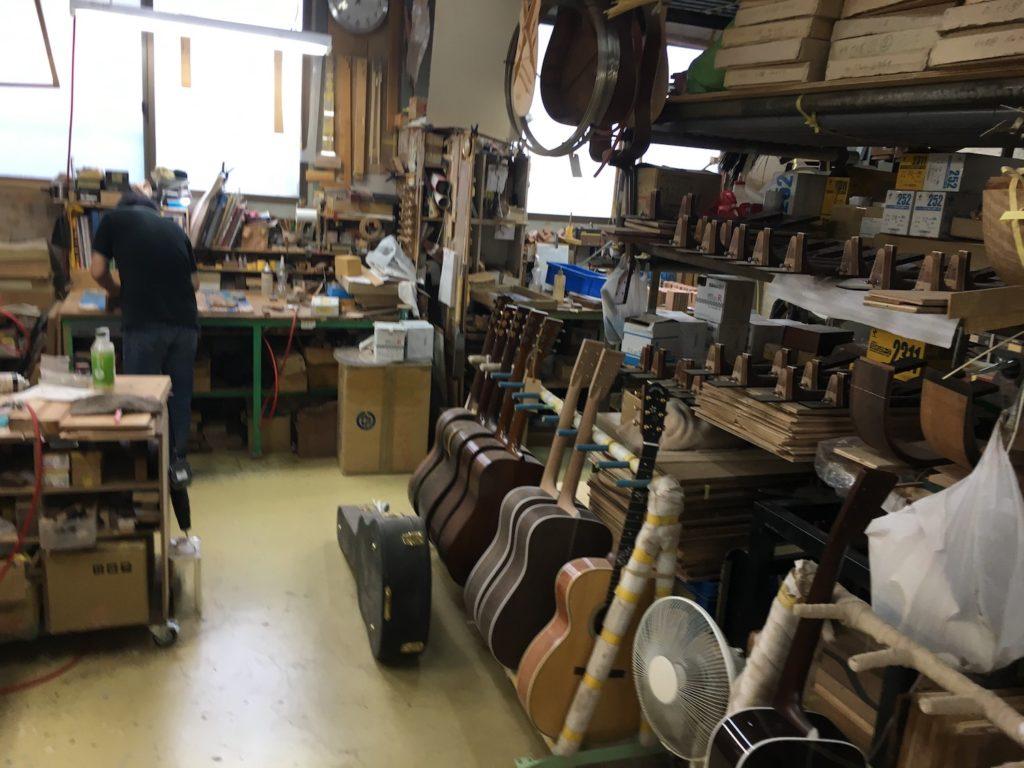 L'atelier de montage des guitares acoustiques Headway - La Chaîne Guitare
