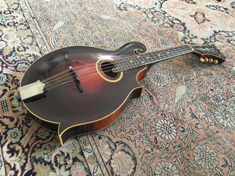 Mandole Gibson H-4 (1918) - Chronique magazine Vintage Guitare