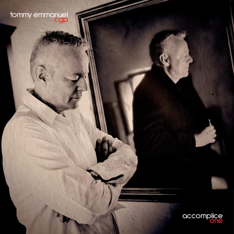 Interview Tommy Emmanuel guitare à la main