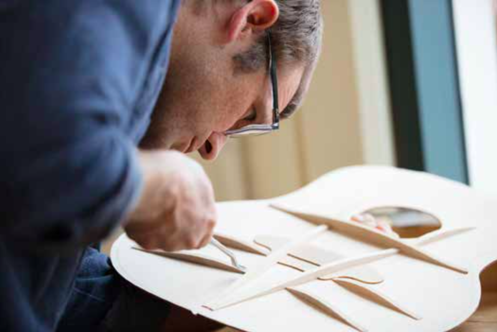 Andy Powers, master builder @TaylorGuitars : barrage V-Class