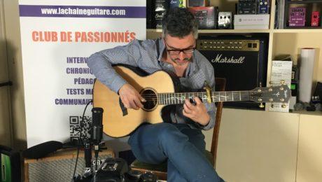 Interview Shaï Sebbag guitare à la main -