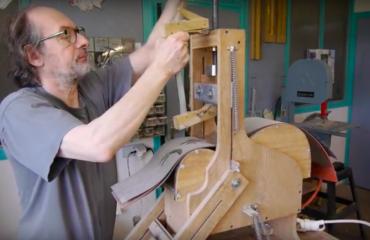 Le cintrage d'éclisse selon le luthier Franck Cheval