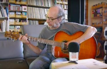 Franck Cheval musicien : le luthier joue aussi très bien de la guitare !