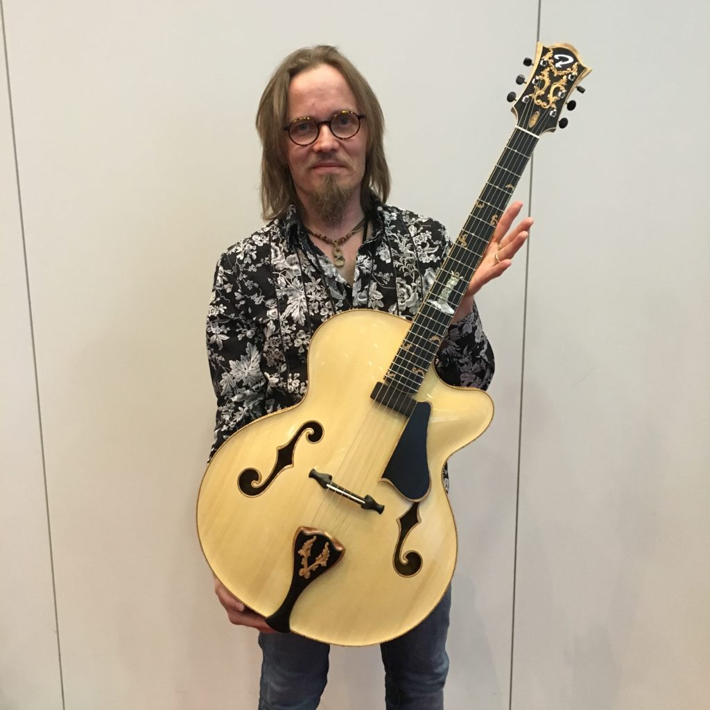 Le luthier Juha Ruokangas présente son archtop Emma Maria