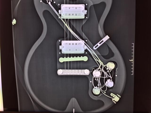 "Test Guitare - Les Paul Faded Gibson 2007 modifiée ""Peter Green"" par Larry Corsa - Rayons X"