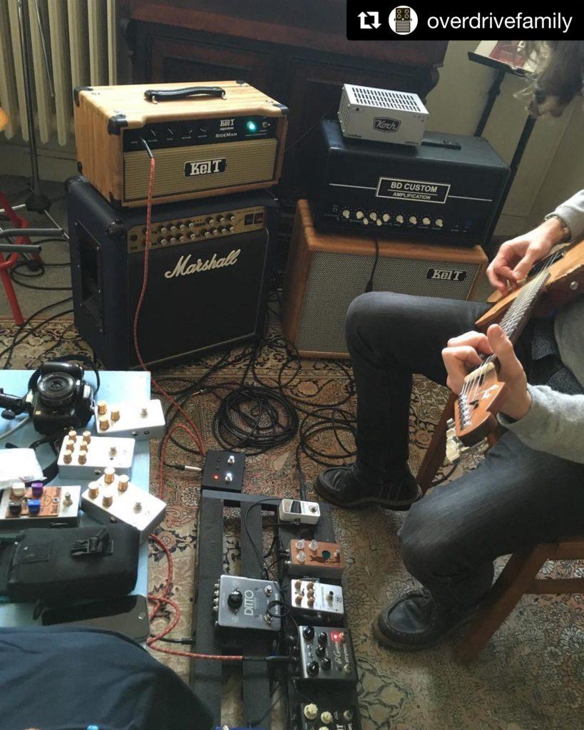 Un samedi matin au showroom de La Chaîne Guitare - Session de test de matos par un abonné