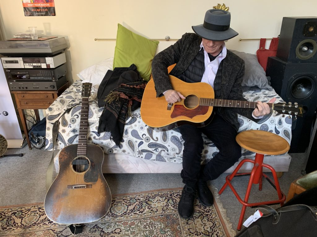 Interview Gary Lucas guitare à la main - Co-auteur de Grace avec Jeff Buckley