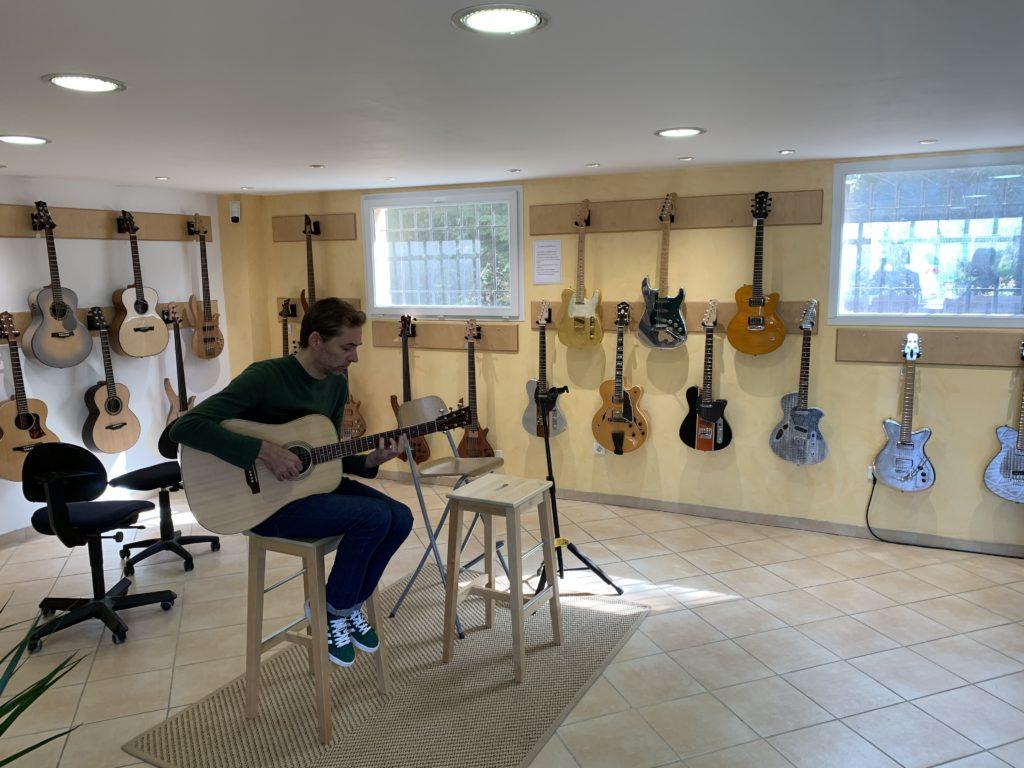 Vlog - Visite du showroom Guitares d'en France (Aix-en-Provence) et atelier luthière Célia Enoc