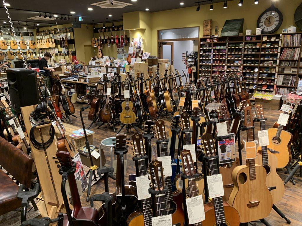 Visite Magasin de Guitare Osaka 2/6 - Mikki Gakki Acoustic Inn