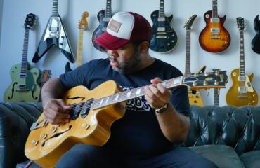 Interview Kirk Fletcher guitare à la main - Musicien de Joe Bonamassa et bien plus