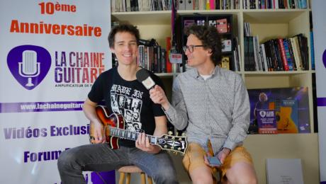 Interview JIMM - Guitare Les Paul Custom Gibson à la main