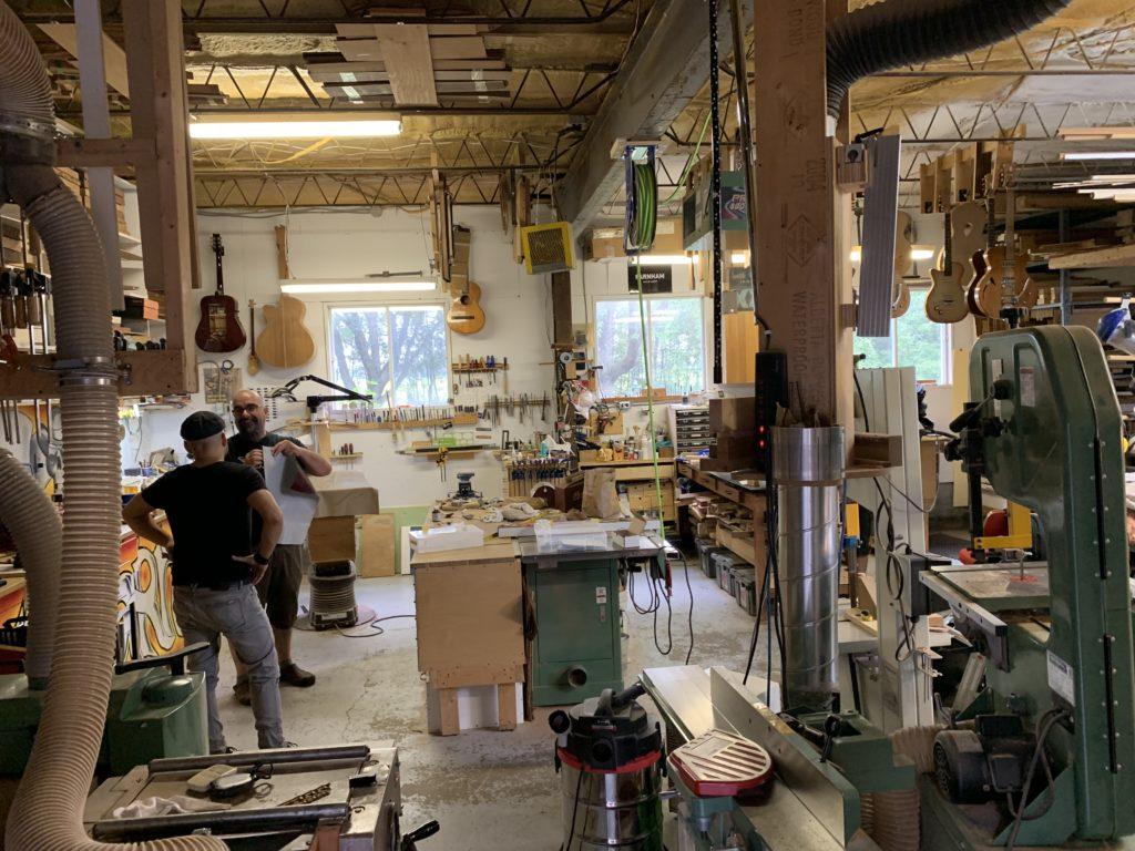 Interview luthier Marc Lupien de XXL Guitars dans son atelier du Québec