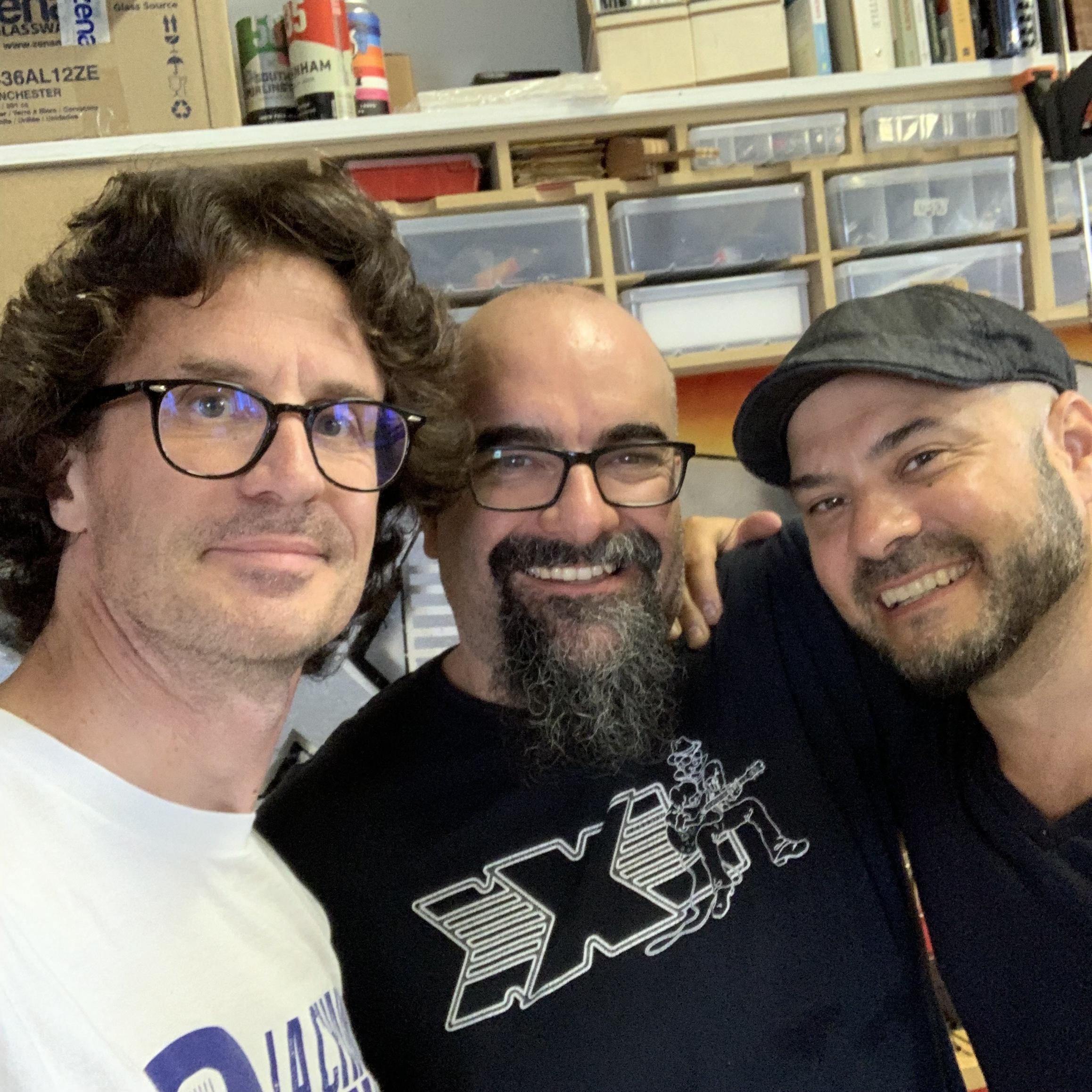 Un musicien, Bruno Coulombe, et son luthier Marc Lupien de XXL Guitars