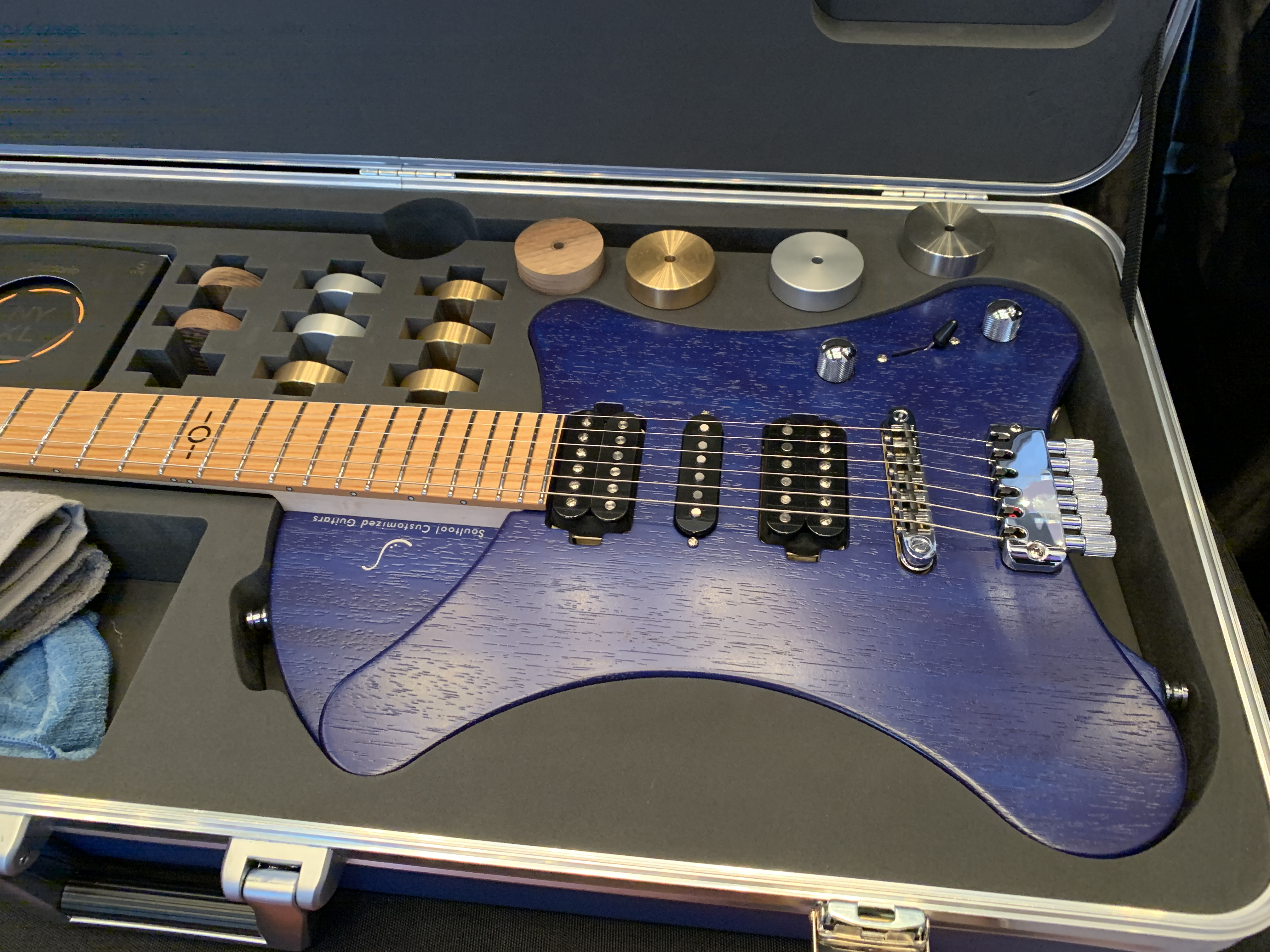 Soultool Guitars, interview Egon Rauscher avec une guitare intriguante