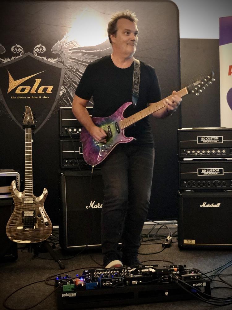 Reportage Soirée Matos Vola Guitar / BD Custom Amp du 20/09/19 - Axel Bauer