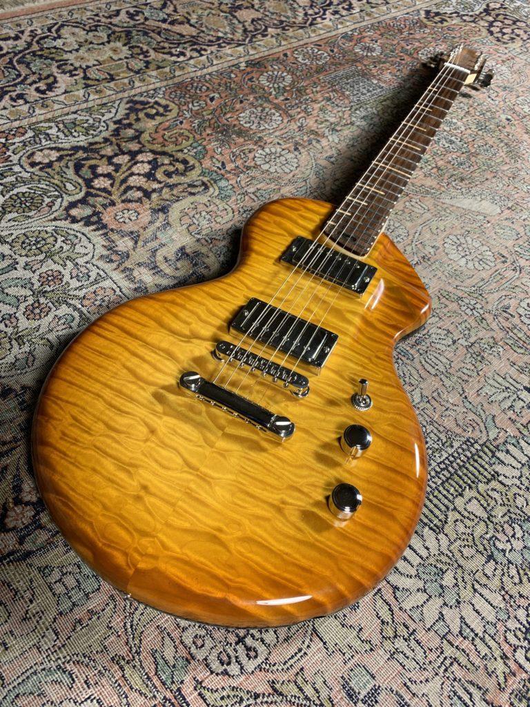 Fastback Alquier Hollow-body - Une superbe guitare de luthier sous toutes les coutures