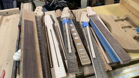 Le luthier Avi Shabat explique comment il fabrique ses guitares électriques