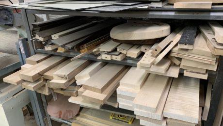 Sélection des bois pour la guitare électrique chez Shabat Guitars