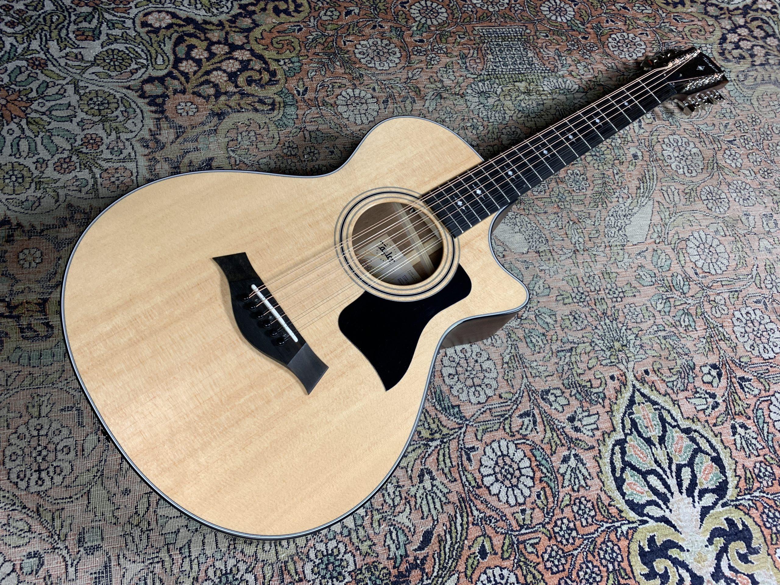 Taylor 352ce, une guitare 12 cordes maniable et facile à jouer