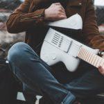 Guitare démontable de voyage Reveho, le CEO Alexandre Albisser présente la Slite