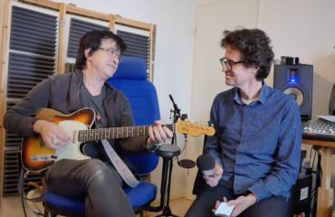 Guitariste d'Alain Souchon, interview Michel-Yves Kochmann guitare à la main, deuxième partie