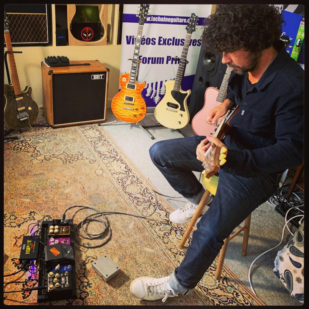 Yarol Poupaud, interview guitare à la main au showroom - 2ème partie