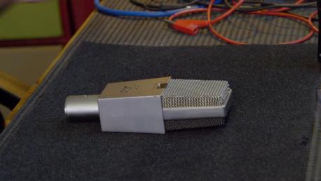 Dépannage micro AKG C414 EB et comparaison avec un Neumann U87