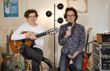Thibaut Garcia parle du concerto d'Aranjuez de Rodrigo guitare à la main