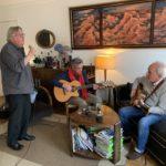 Gilbert Laffaille, interview du chanteur entouré de Michel Haumont et Jack Ada
