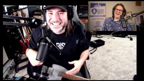 Andy Wood, interview guitare à la main avec le musicien qui vient de la mandoline