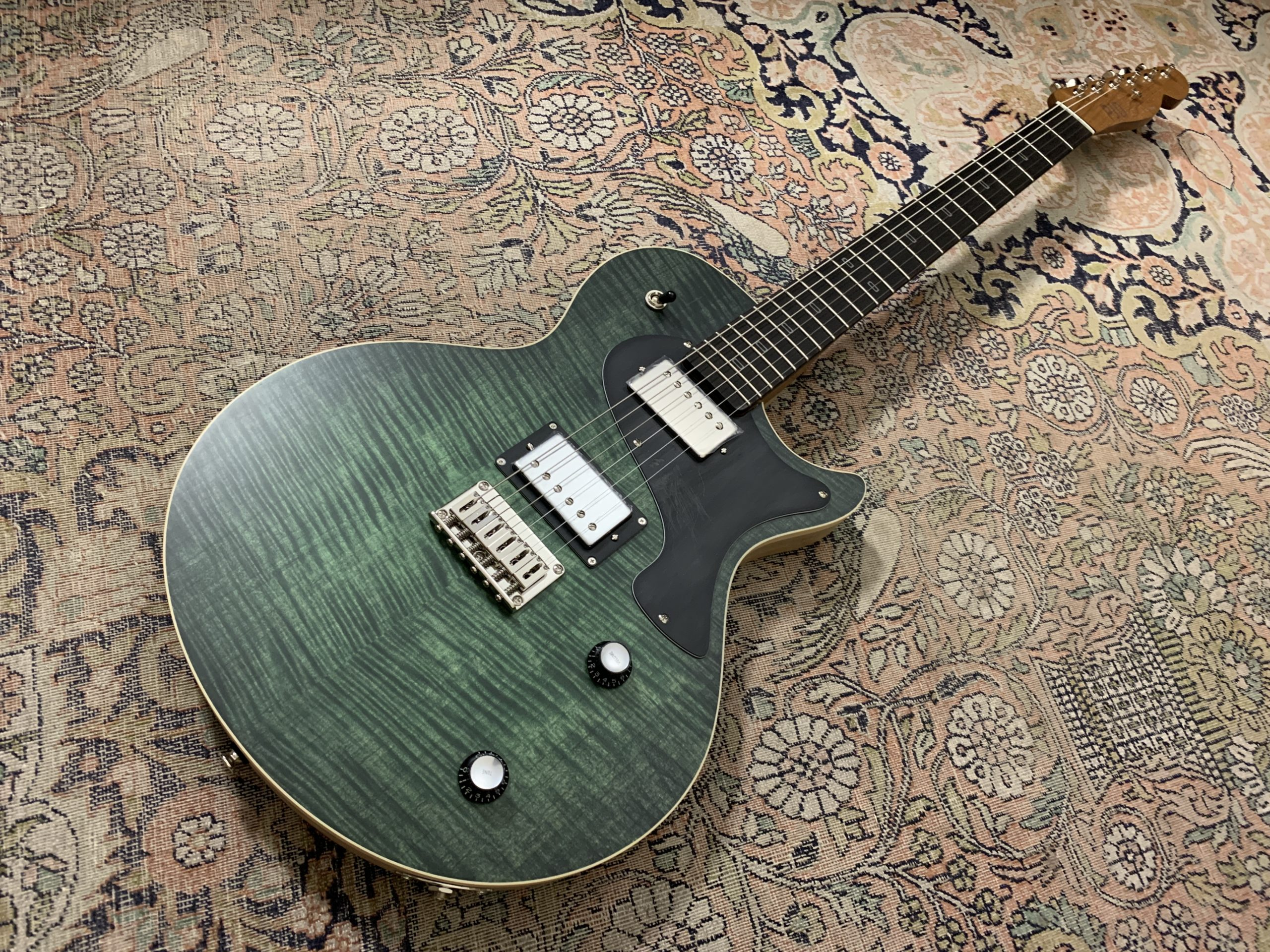 PJD Guitars Carey Elite, test de la belle anglaise, mi Les Paul, mi Telecaster