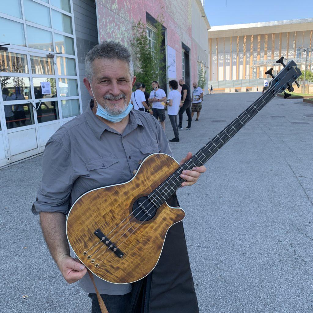 Federico Malaman, bassiste et Andrea Ballarin, luthier pour Manne Guitars