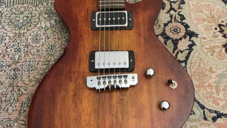 En vedette au showroom : modèle Alpha JR du luthier Baptiste Micoud